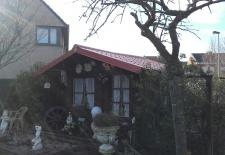 vernieuwen van tuinhuis met metalen dakpannelen